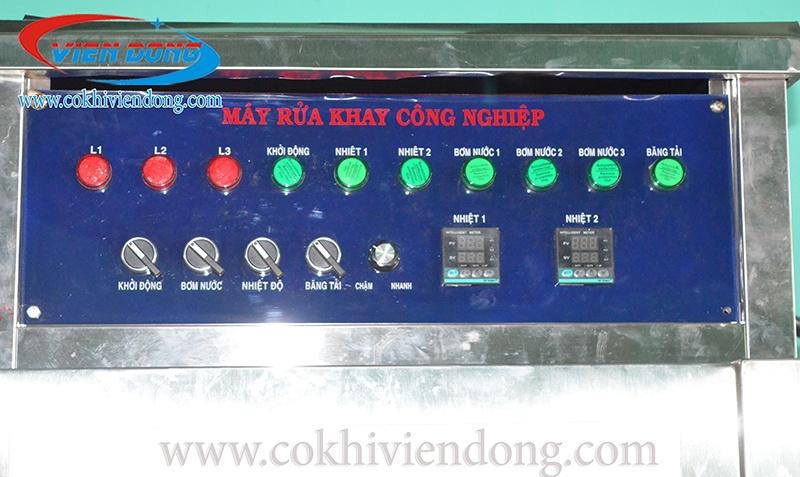 giá máy rửa khay công nghiệp